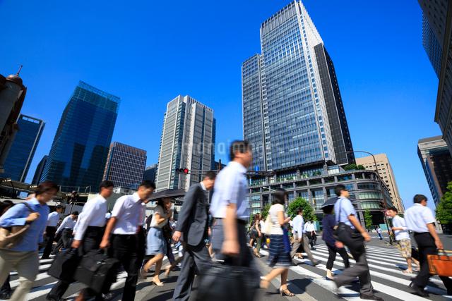 東京駅 朝の通勤風景の写真素材 [FYI01487018]