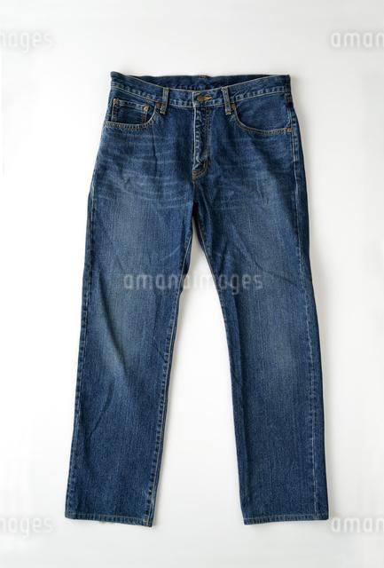 洗濯したジーンズの写真素材 [FYI01487218]