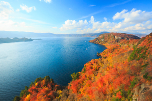 秋の十和田湖 御倉半島の写真素材 [FYI01487423]