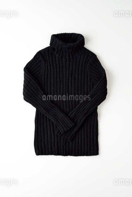 白い背景のセーターの写真素材 [FYI01487530]