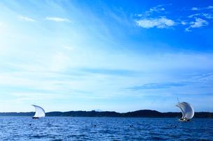 霞ヶ浦帆引き船と筑波山の写真素材 [FYI01487551]