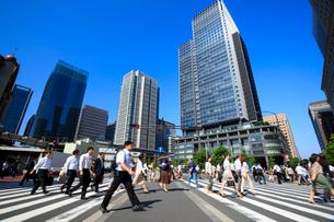 東京駅 朝の通勤風景の写真素材 [FYI01487631]