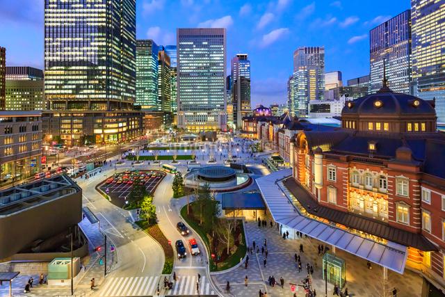 東京駅丸の内新駅前ターミナルの夜景の写真素材 [FYI01487865]