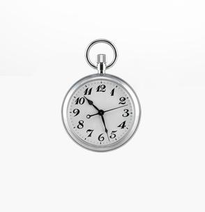 真正面からみた懐中時計の写真素材 [FYI01488598]