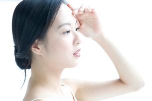 黒髪の女性 アップの写真素材 [FYI01489925]