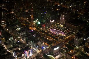 空撮:栄エリア夜景の写真素材 [FYI01490178]