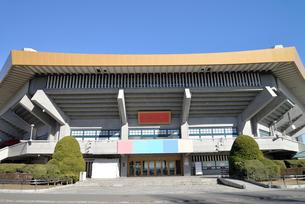 青空と日本武道館の写真素材 [FYI01490193]