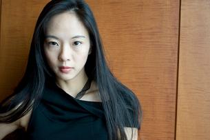 長い黒髪の女性の写真素材 [FYI01490453]