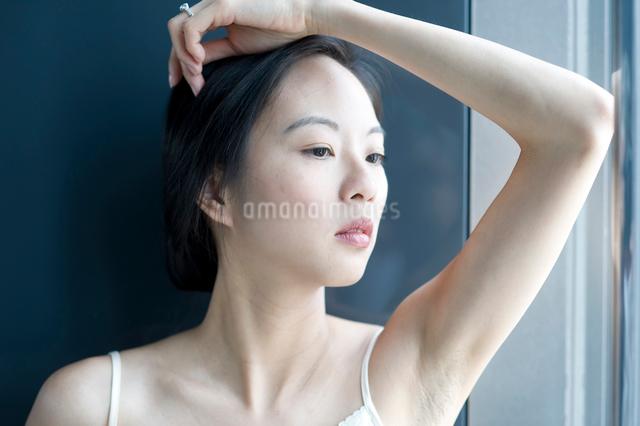 黒髪の女性の写真素材 [FYI01490588]