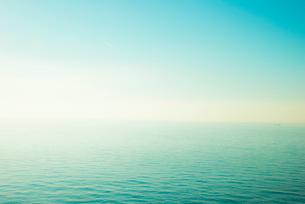 青い海と青い空の写真素材 [FYI01490663]