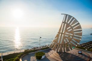 輝く東京湾とシールドマシンの写真素材 [FYI01490667]