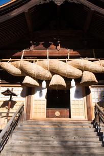 諏訪大社下社秋宮神楽殿の写真素材 [FYI01491054]
