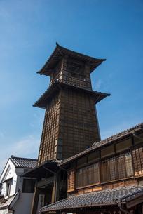 川越蔵づくりの町並み・時の鐘の写真素材 [FYI01491080]