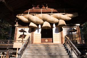 諏訪大社下社秋宮神楽殿の写真素材 [FYI01492028]