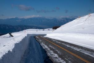 冬のビーナスラインの写真素材 [FYI01492436]