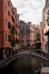 ヴェネツィア,サン・マルコ地区水路の風景の写真素材 [FYI01492693]