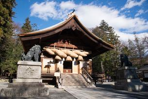 諏訪大社下社秋宮神楽殿の写真素材 [FYI01493103]