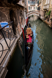 ヴェネツィア,サン・マルコ地区水路の風景の写真素材 [FYI01493220]