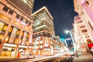 日本橋室町夜景の写真素材 [FYI01493494]