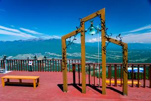 富士見パノラマリゾート恋人の聖地と八ヶ岳連峰 の写真素材 [FYI01493827]
