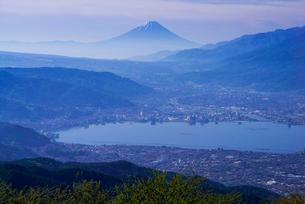 高ボッチ高原より諏訪湖・富士山を望むの写真素材 [FYI01493912]
