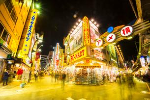 上野アメヤ横丁夜景の写真素材 [FYI01493968]