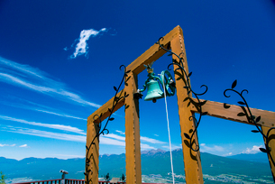 富士見パノラマリゾート恋人の聖地と八ヶ岳連峰・秩父山系の写真素材 [FYI01494140]