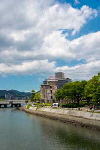 元安川と原爆ドームの写真素材 [FYI01495021]