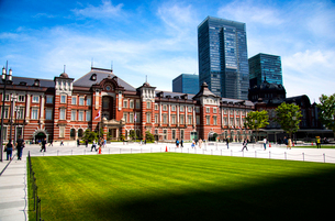 東京駅丸の内口広場の写真素材 [FYI01495986]