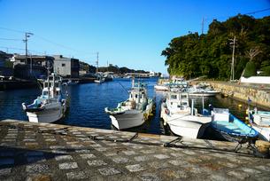 波切漁港と漁船の写真素材 [FYI01496004]
