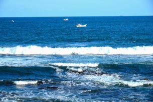 大王崎より志摩の海と漁船の写真素材 [FYI01496372]
