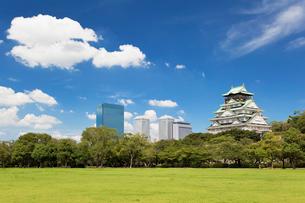 大阪城と大阪ビジネスパークの写真素材 [FYI01496404]
