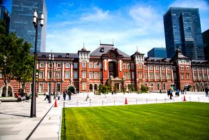 東京駅丸の内口広場の写真素材 [FYI01497425]