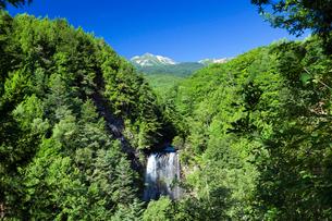 善五郎の滝と乗鞍岳の写真素材 [FYI01498131]