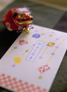 お正月のぽち袋とおはじきの写真素材 [FYI01498553]