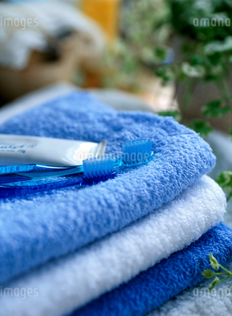 タオルと歯ブラシセットの写真素材 [FYI01498787]