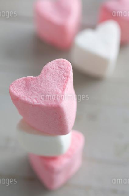 バレンタインのハートマシュマロの写真素材 [FYI01498839]