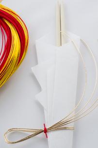 正月の祝い箸と水引きの写真素材 [FYI01498899]