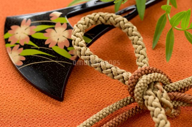 和装の髪飾りと帯紐の写真素材 [FYI01498973]