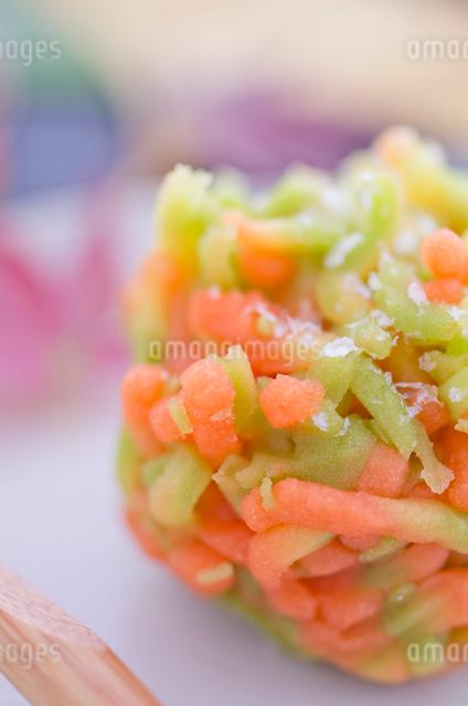 紅葉色の秋の和菓子の写真素材 [FYI01499031]