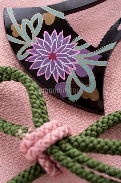 和装の髪飾りと帯紐の写真素材 [FYI01499070]