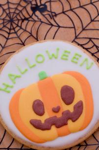ジャックオーランタンのハロウィンクッキーの写真素材 [FYI01499101]