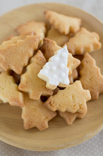 クリスマスツリーのアイシングクッキーの写真素材 [FYI01499125]