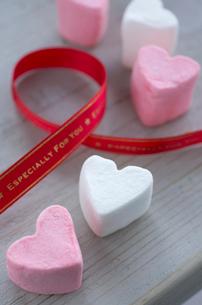 バレンタインのハートマシュマロの写真素材 [FYI01499217]