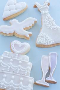 ウェディングイメージのアイシングクッキーの写真素材 [FYI01499228]