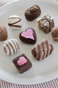 ニードルフェルトのバレンタインチョコレートの写真素材 [FYI01499283]