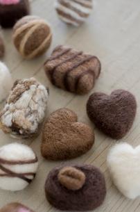 ニードルフェルトのバレンタインチョコレートの写真素材 [FYI01499363]