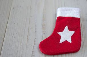 クリスマスのソックスオーナメントの写真素材 [FYI01499368]