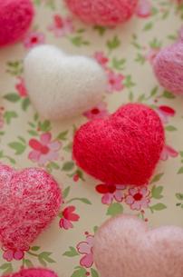 ハートのバレンタインニードルフェルトの写真素材 [FYI01499438]