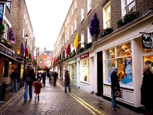 クリスマス時期のカーナービーストリートの写真素材 [FYI01499469]